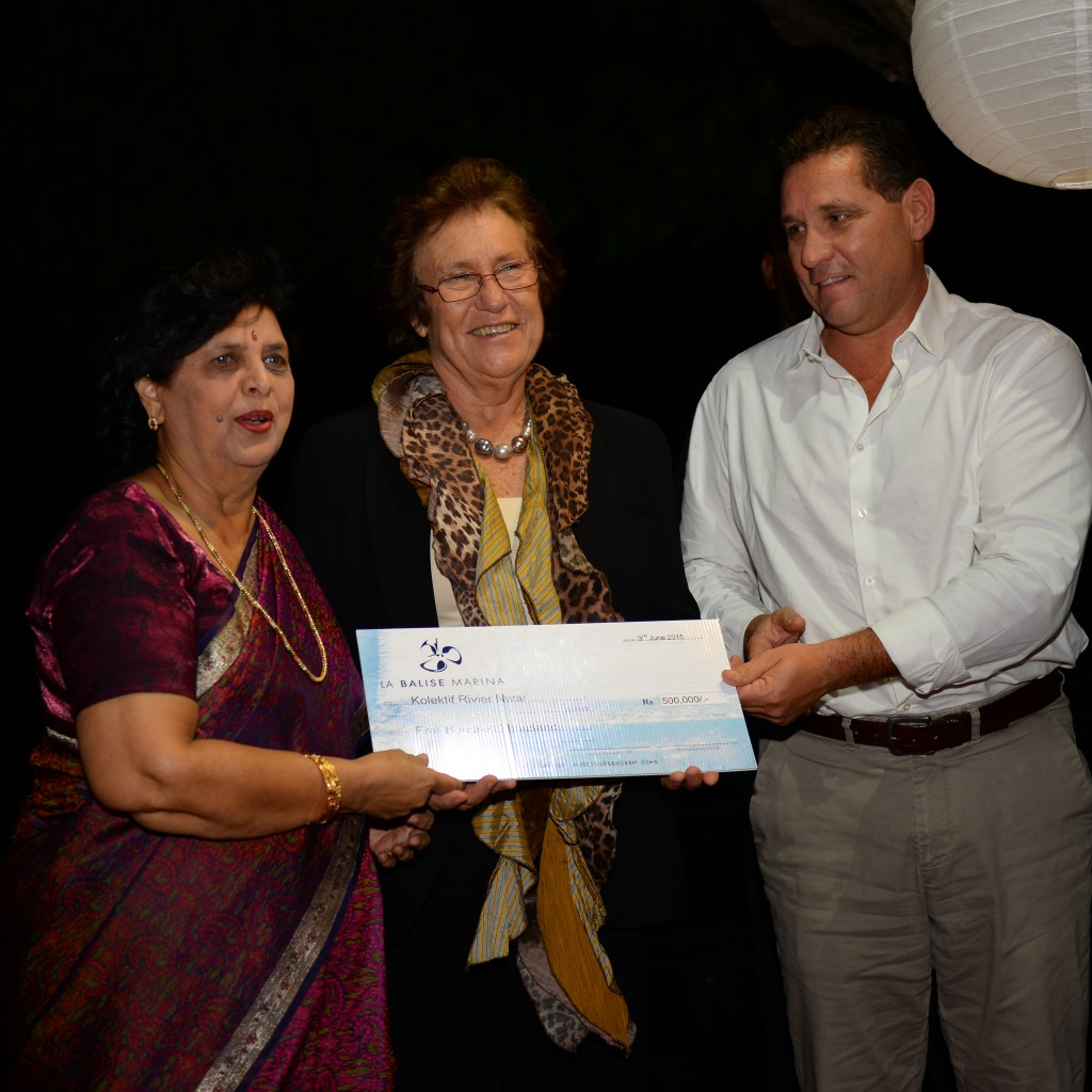 Mrs. Geneviéve Tyack, president of KRN receiving a cheque of 500,000 rupees from Mr. Dominic Dupont, Managing Director of La Balise Marina in the presence of the first land, for a project of construction of toilets and bathrooms in Black River